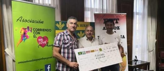 """El CD Carbajales dona mil euros a la Asociación """"Corriendo con el Corazón por Hugo"""""""