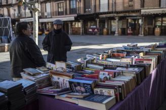 Un mercadillo de segunda mano en Toro saca partido a la cultura para recaudar fondos solidarios